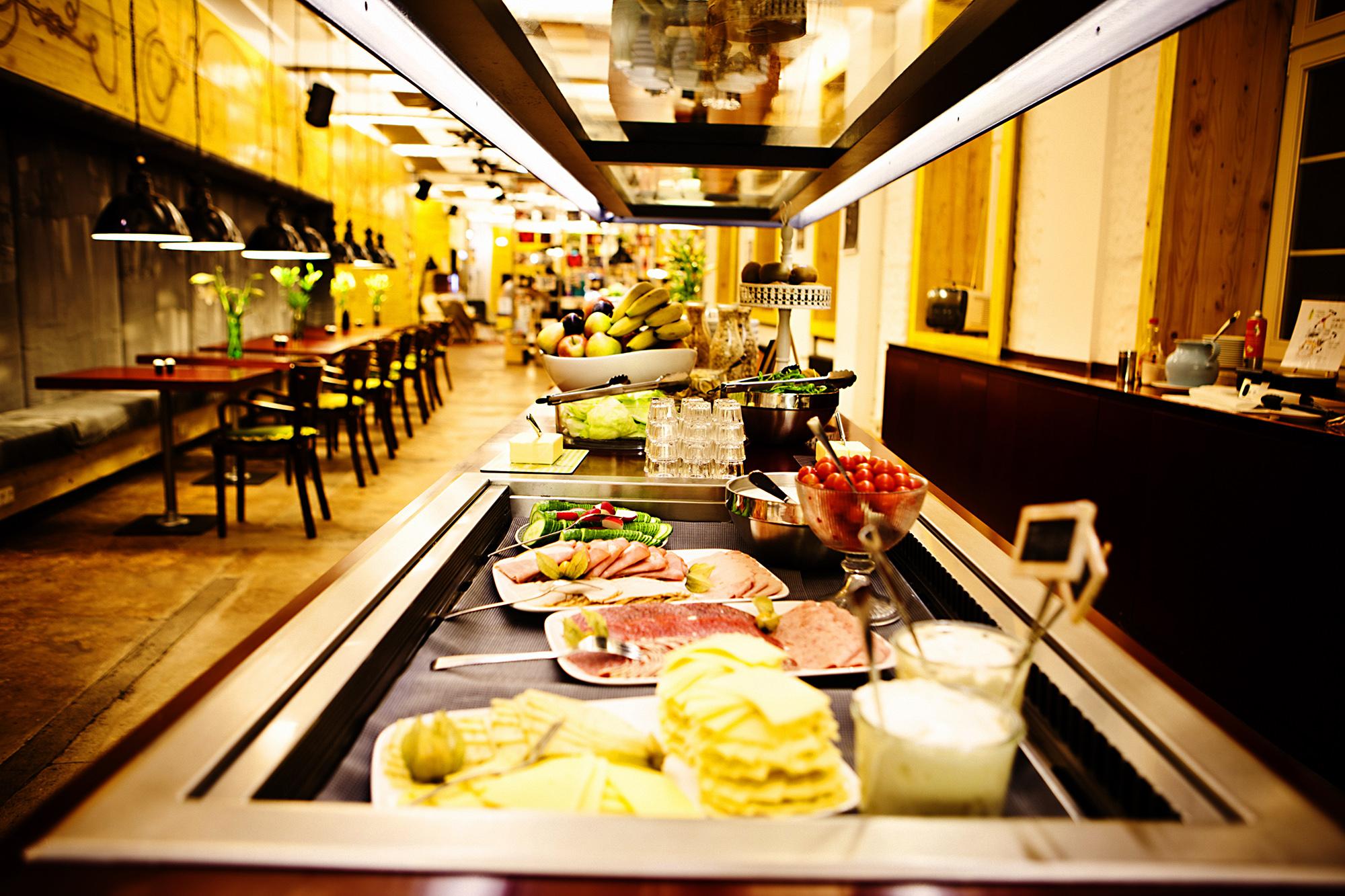 Super wohnzimmer mit familienanschluss superbude hamburg for Coole hotels in hamburg